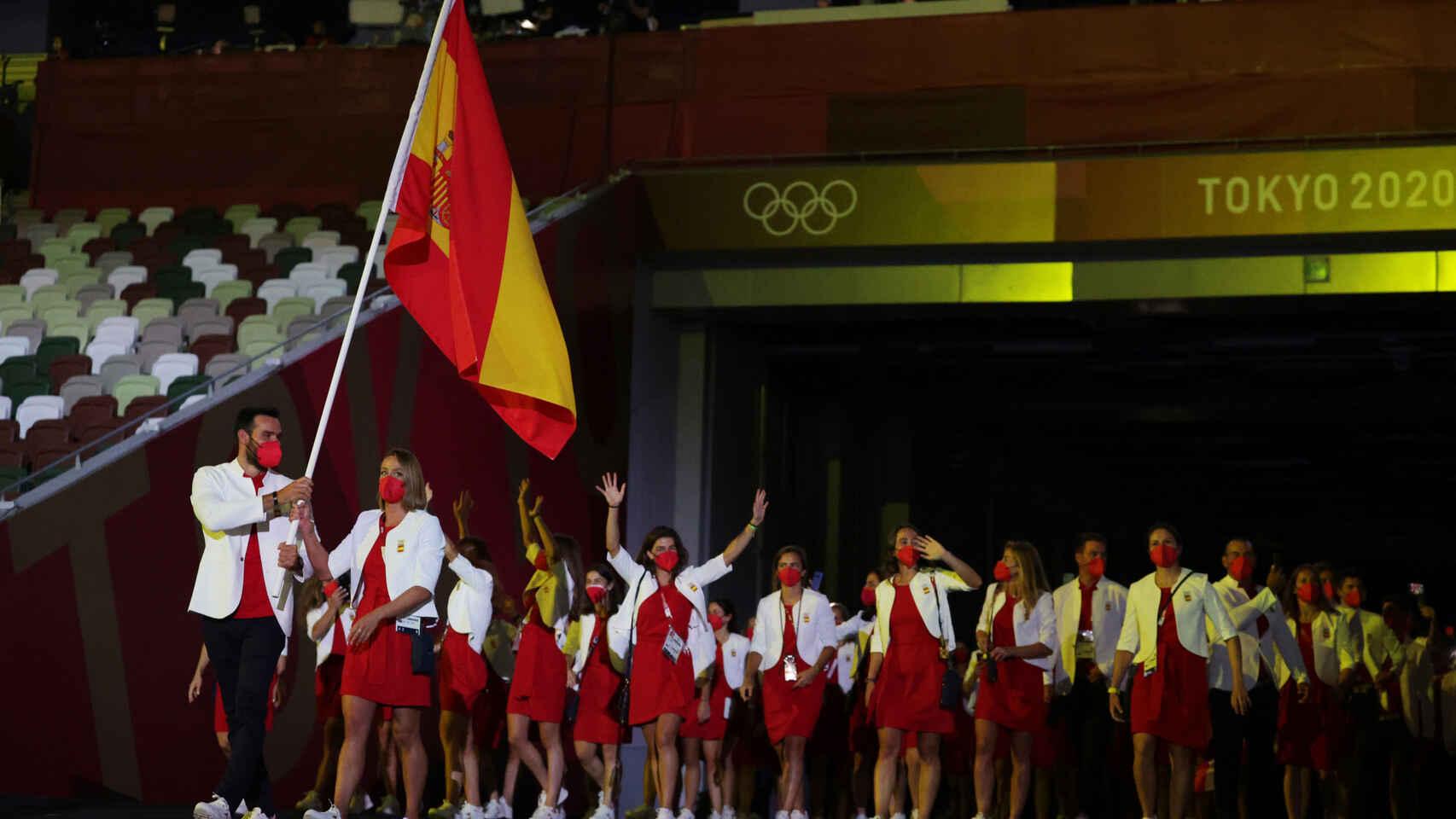la delegación española abanderada por Mireia Belmonte y Saúl Cravioto en los Juegos de Tokio 2020